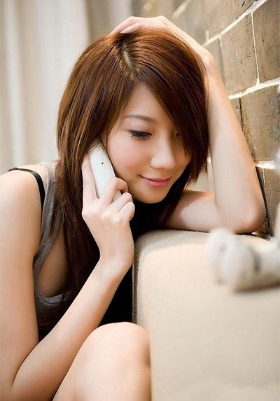 célibataire à 30 ans au telephone